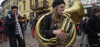 SPIGOLATURE ANARCHICHE di Cristina Valenti e Massimo Ortalli – Brillante operazione del Blocco Nero